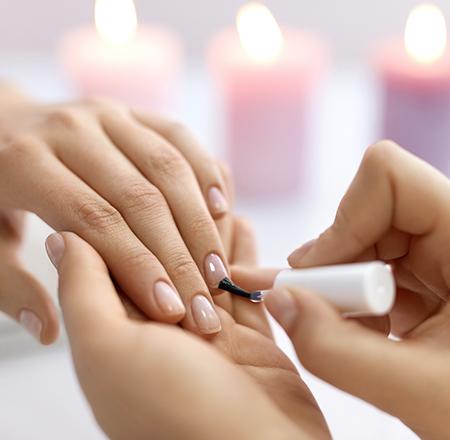 Soins des ongles dans votre institut de beauté à Estrées-Saint-Denis (Moyvillers)